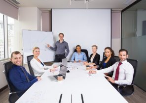 business-people-posing-smiling-in-a-meeting-room_1262-814